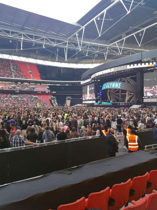 Wembley stadium , vak: 144, rij: 6, stoel: 17