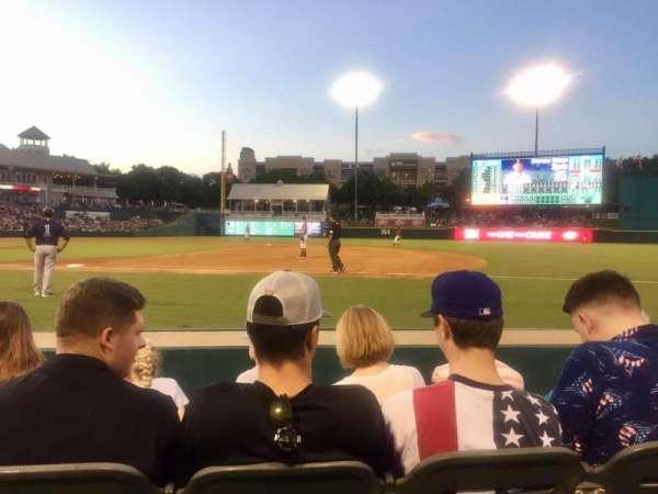 Dr Pepper Ballpark, vak: 121, rij: 4, stoel: 11