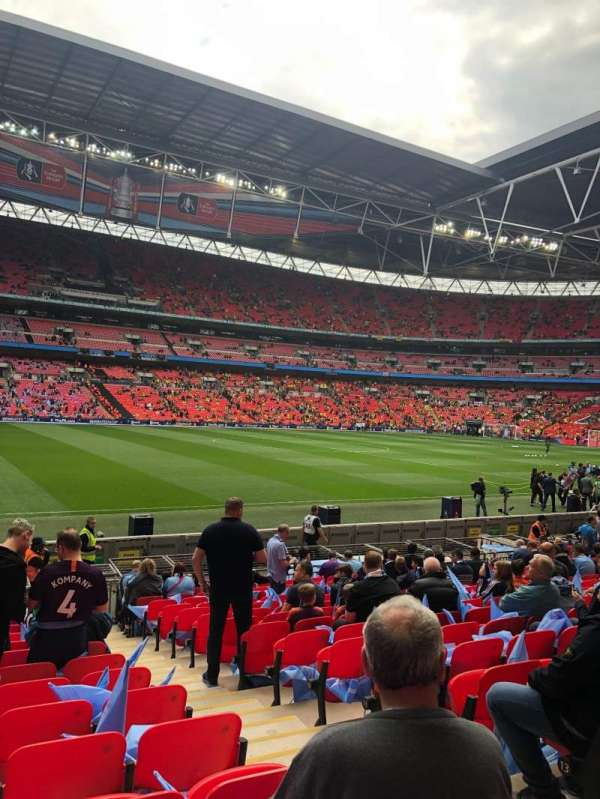 Wembley Stadium, vak: 103, rij: 16