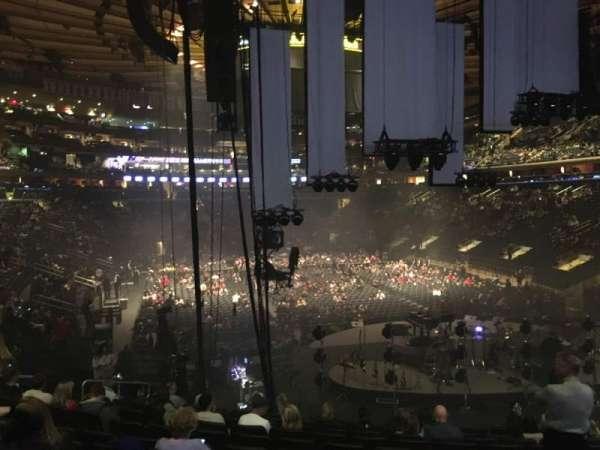 Madison Square Garden, vak: 111, rij: 17, stoel: 15
