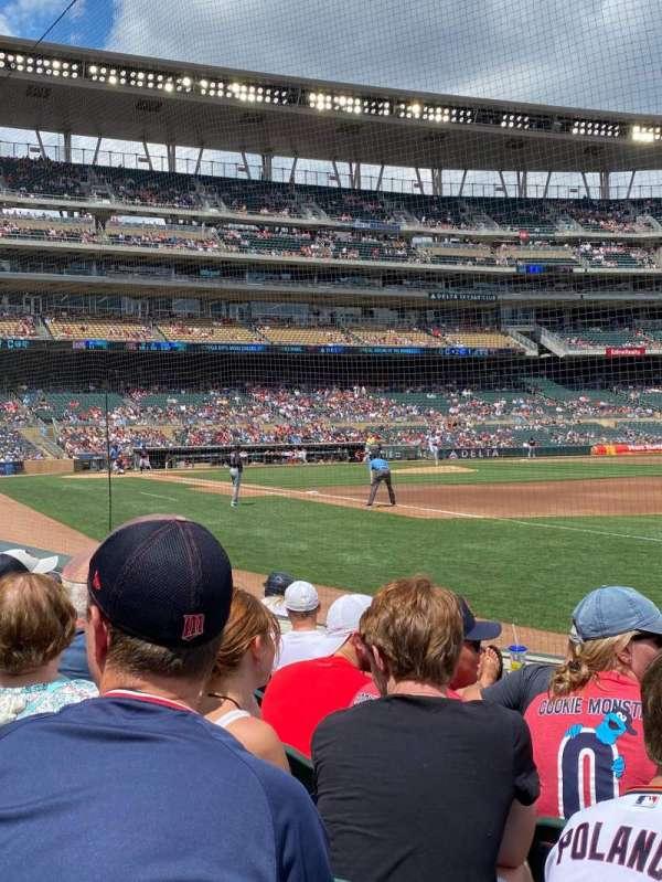 Target Field, vak: 104, rij: 6, stoel: 7