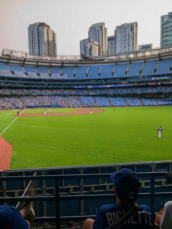 Rogers Centre, vak: 108R, rij: 3, stoel: 1