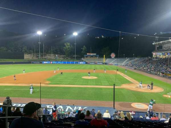 PNC Field, vak: 24, rij: 17, stoel: 11