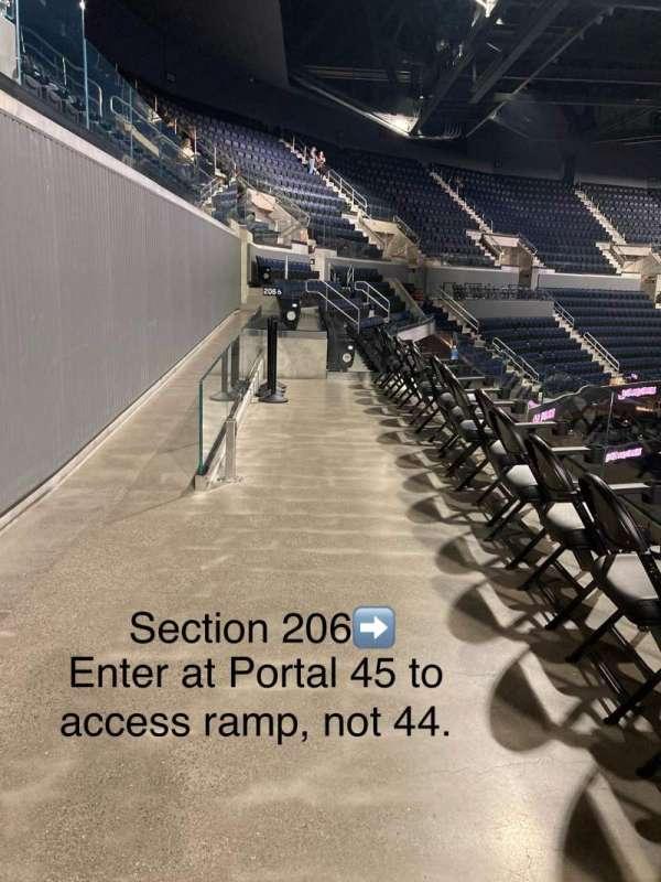 Chase Center, vak: 206, rij: WCA, stoel: 19