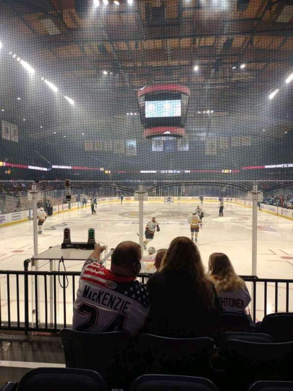 Allstate Arena, vak: 114, rij: E, stoel: 21