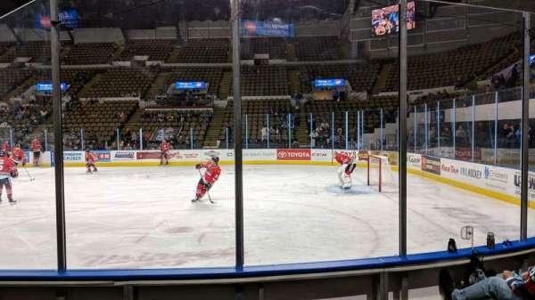 UW-Milwaukee Panther Arena, vak: 205, rij: 4, stoel: 4