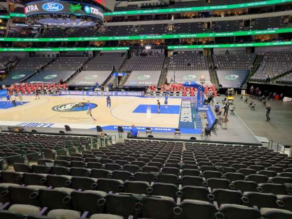American Airlines Center, vak: 105, rij: T, stoel: 10