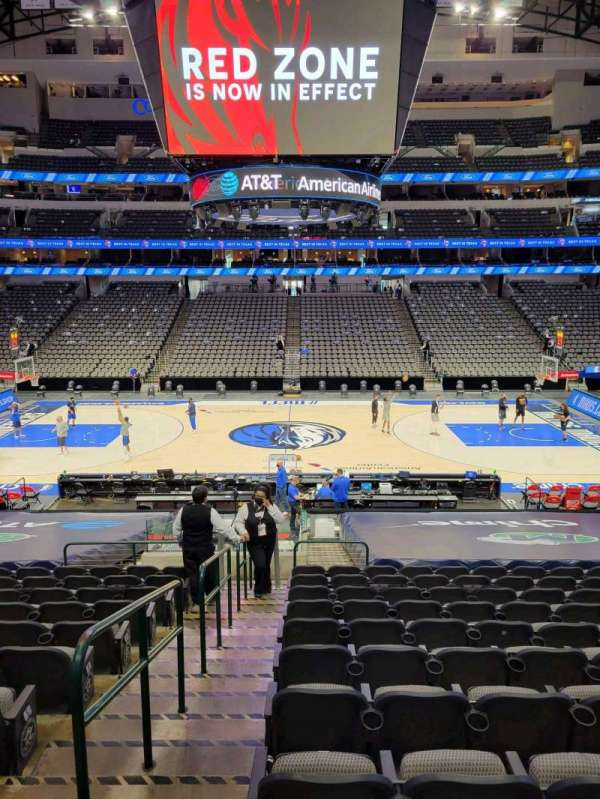 American Airlines Center, vak: 118, rij: V, stoel: 18