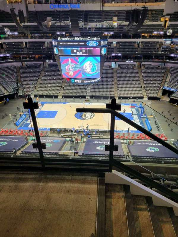 American Airlines Center, vak: 325, rij: G, stoel: 19