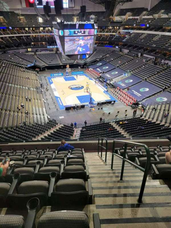 American Airlines Center, vak: 303, rij: C, stoel: 1