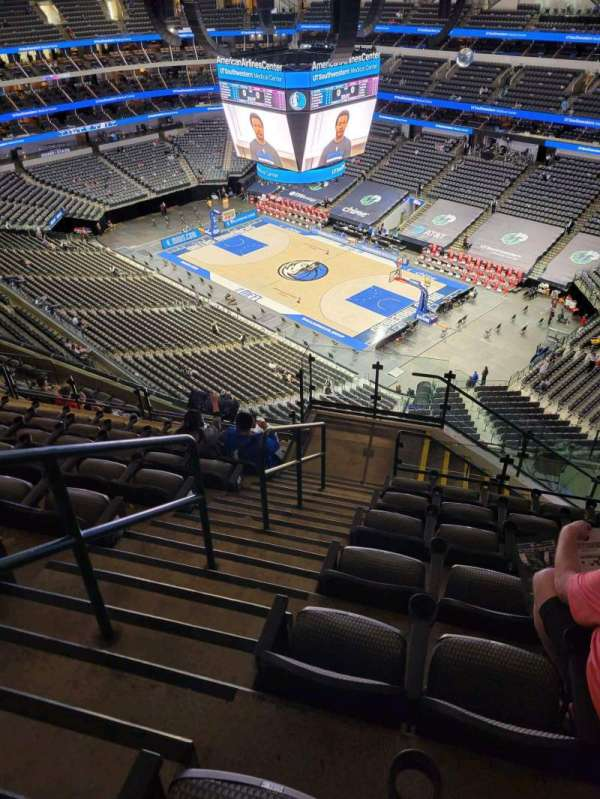American Airlines Center, vak: 305, rij: N, stoel: 10