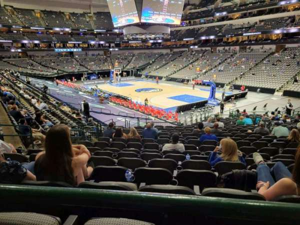 American Airlines Center, vak: 115, rij: ZZ, stoel: 7