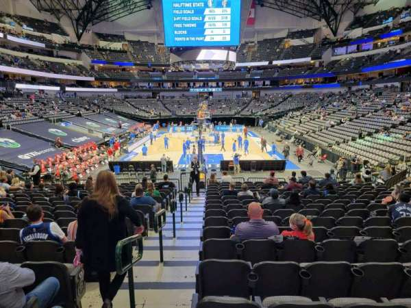 American Airlines Center, vak: 112, rij: S, stoel: 22
