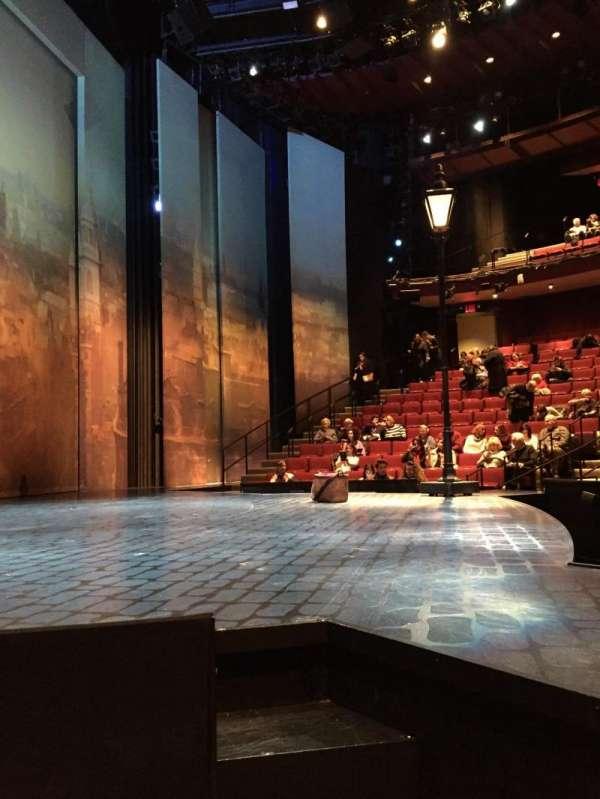 Vivian Beaumont Theater, vak: Left Side Orchestra, rij: C, stoel: 101