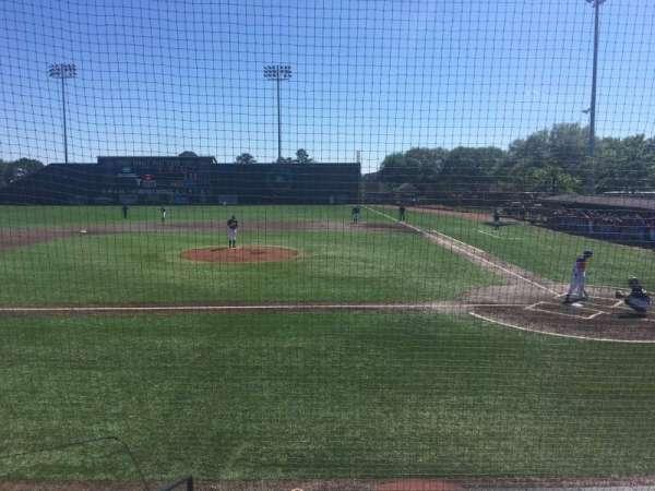 Riddle-Pace Field, vak: 101, rij: 4, stoel: 10