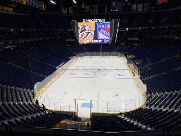 Bridgestone Arena, vak: 318, rij: S, stoel: 9