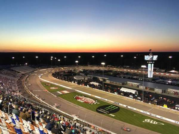 Richmond International Raceway, vak: P, rij: 22, stoel: 1