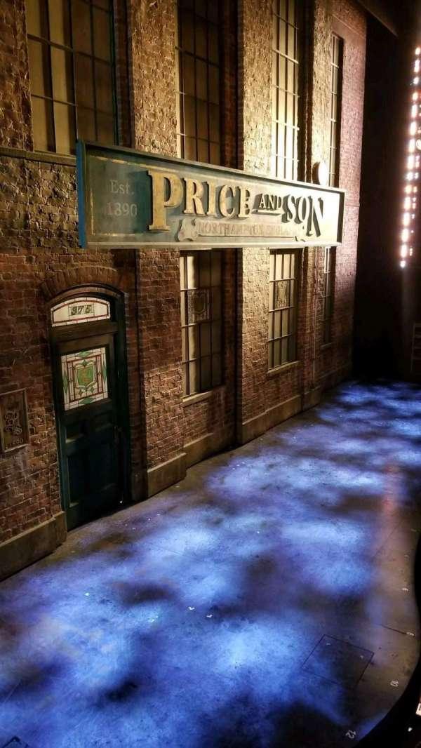 Al Hirschfeld Theatre, vak: Box, rij: AA, stoel: 1
