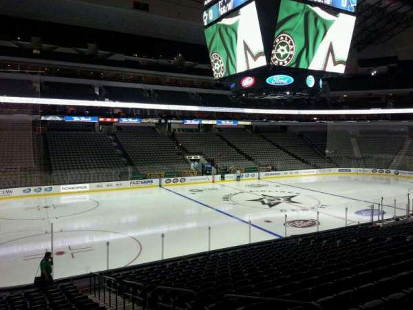 American Airlines Center, vak: 109, rij: T, stoel: 4