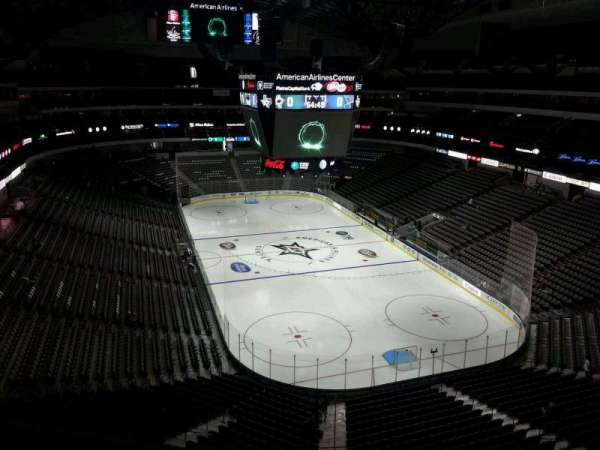 American Airlines Center, vak: 303, rij: A, stoel: 9