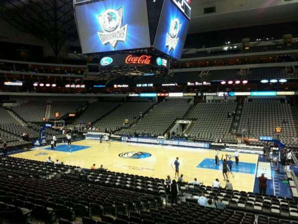 American Airlines Center, vak: 105, rij: T, stoel: 9