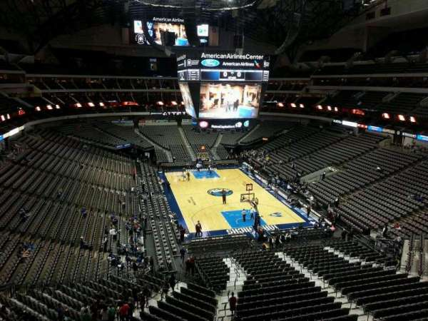 American Airlines Center, vak: 303, rij: A, stoel: 3