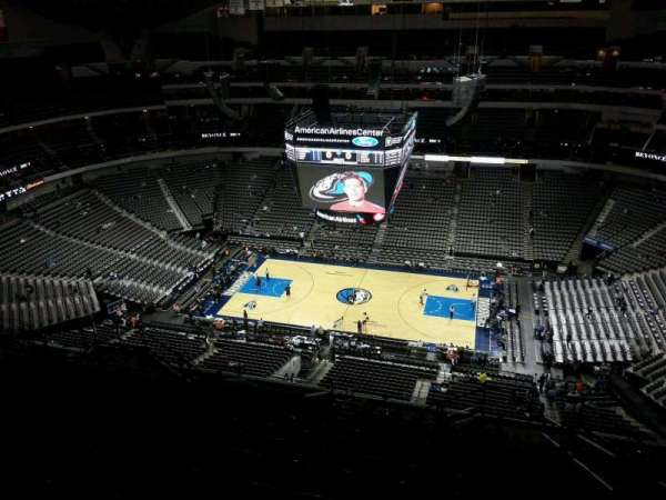 American Airlines Center, vak: 325, rij: T, stoel: 3