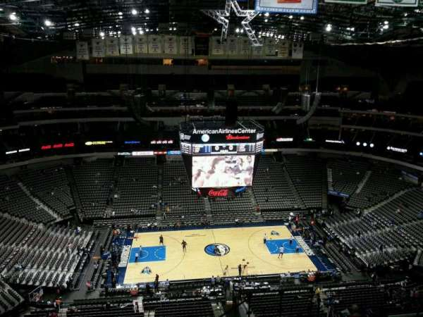 American Airlines Center, vak: 327, rij: O, stoel: 5