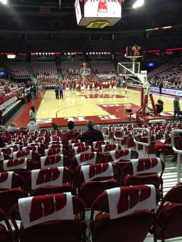 Kohl Center, vak: 102, rij: A, stoel: 4