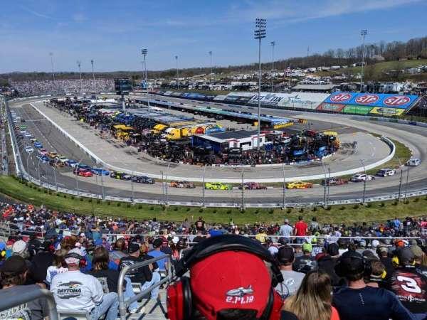 Martinsville Speedway, vak: EE, rij: 38, stoel: 14