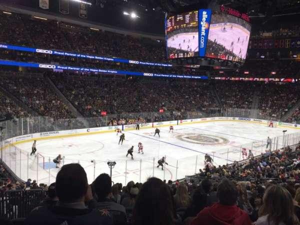 T-Mobile Arena, vak: 13, rij: V, stoel: 4