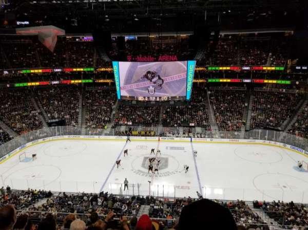 T-Mobile Arena, vak: 223, rij: G, stoel: 18
