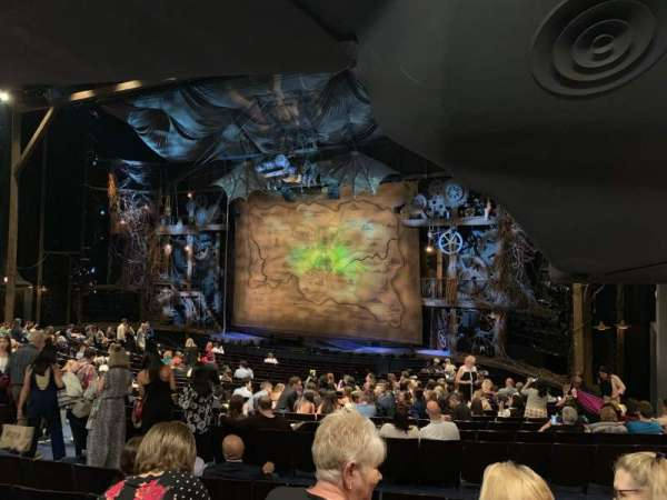 Gershwin Theatre, vak: Orchestra R, rij: V, stoel: 28