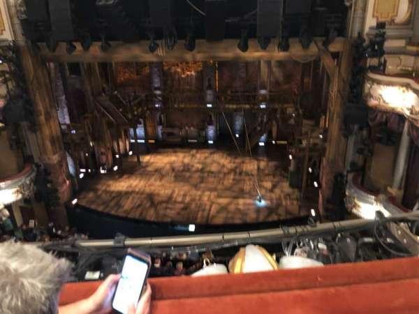 Victoria Palace Theatre, vak: Grand Circle, rij: B, stoel: 15