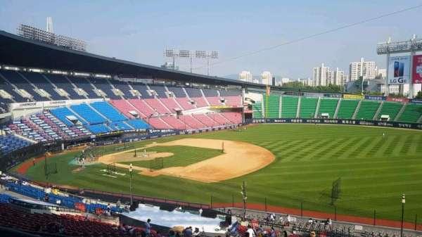 Jamsil Baseball Stadium, vak: 305, rij: 9, stoel: 83