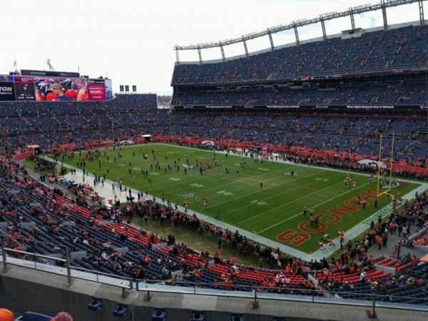 Empower Field at Mile High Stadium, vak: 329, rij: 5, stoel: 9