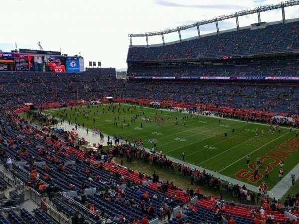 Empower Field at Mile High Stadium, vak: 330, rij: 1, stoel: 7