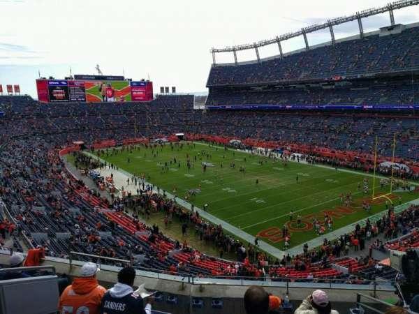 Empower Field at Mile High Stadium, vak: 328, rij: 6, stoel: 9