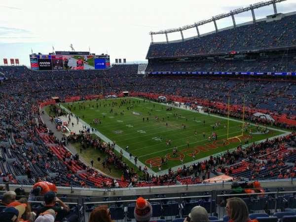Empower Field at Mile High Stadium, vak: 327, rij: 9, stoel: 9