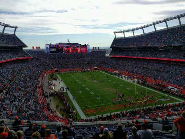 Empower Field at Mile High Stadium, vak: 326, rij: 17, stoel: 13