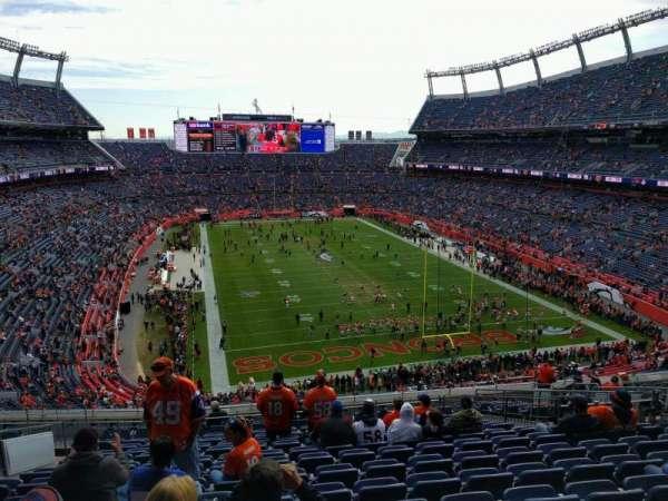 Empower Field at Mile High Stadium, vak: 326, rij: 16, stoel: 15