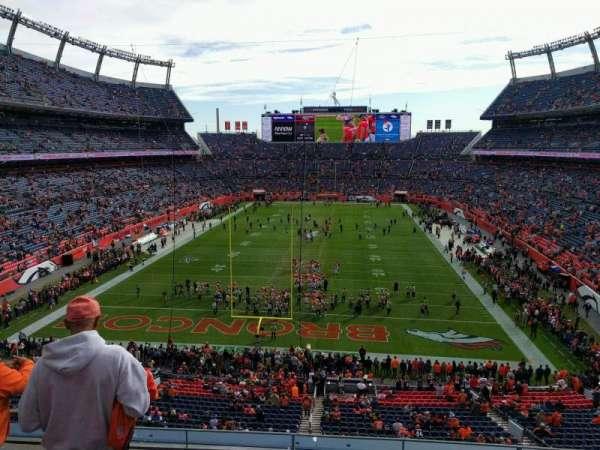 Empower Field at Mile High Stadium, vak: 323, rij: 4, stoel: 19