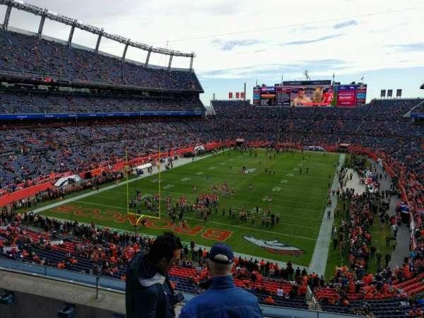 Empower Field at Mile High Stadium, vak: 321, rij: 4, stoel: 3