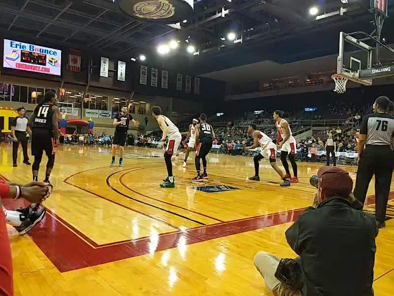 Erie Insurance Arena, vak: COURTW, rij: CRTW, stoel: 25