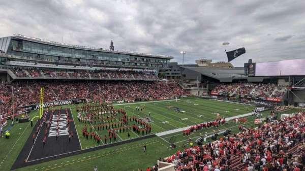Nippert Stadium, vak: 211, rij: 1, stoel: 11