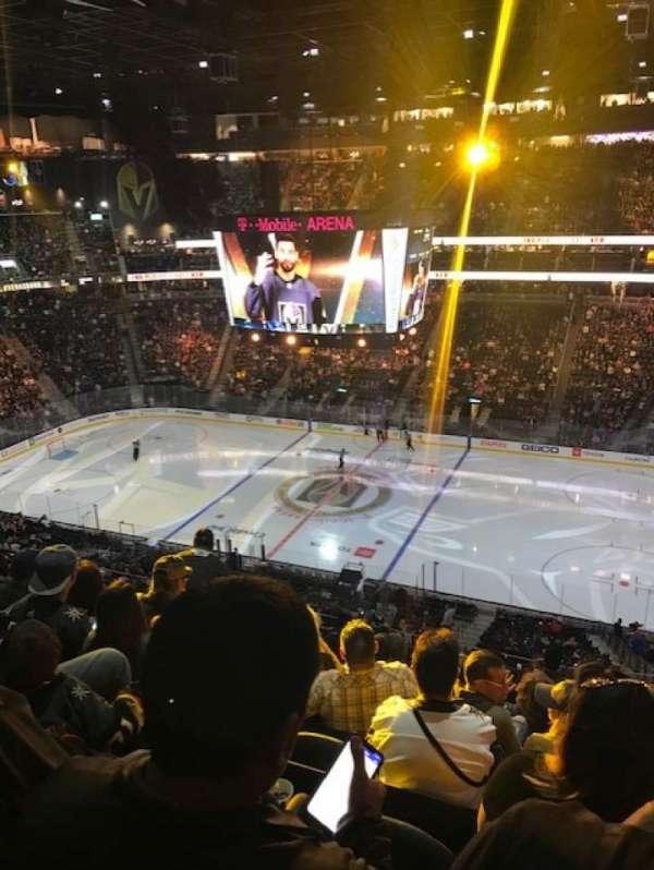 T-Mobile Arena, vak: 207, rij: J, stoel: 7