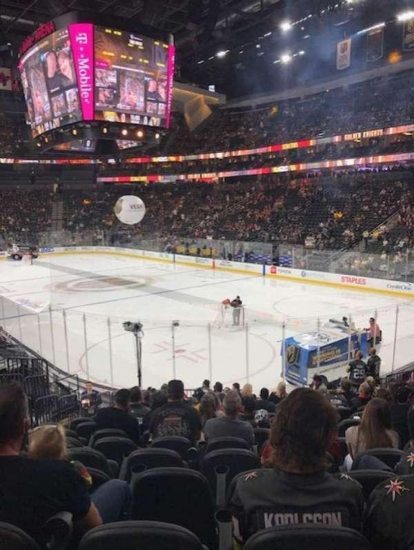 T-Mobile Arena, vak: 19, rij: Q, stoel: 7