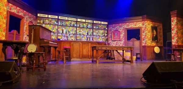 Broadway Playhouse, vak: Center, rij: B, stoel: 15