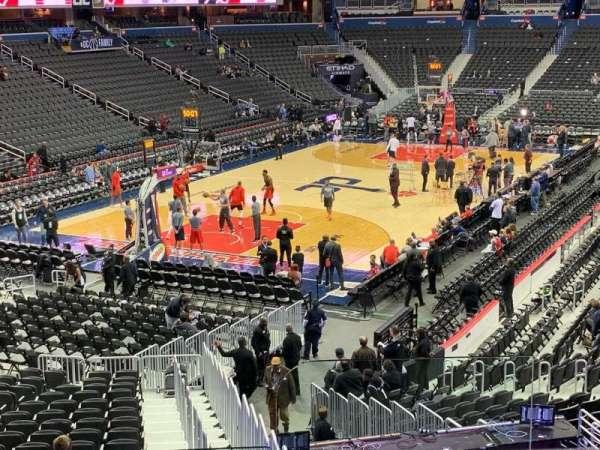 Capital One Arena, vak: 118, rij: V, stoel: 19