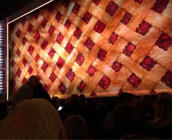 Brooks Atkinson Theatre, vak: ORCH-R, rij: E, stoel: 6
